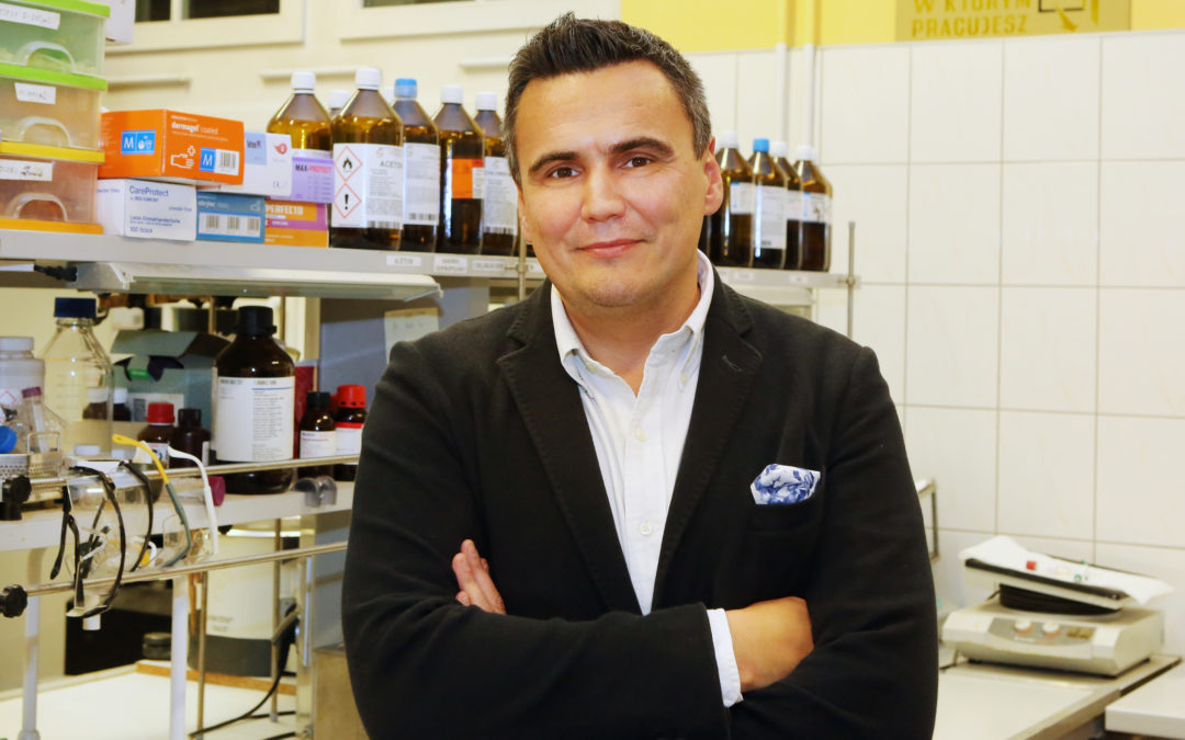 #JestemStartowcem. Prof. Marcin Drąg: nasze odkrycie może pomóc w opracowaniu testu na koronawirusa i zidentyfikowaniu leku