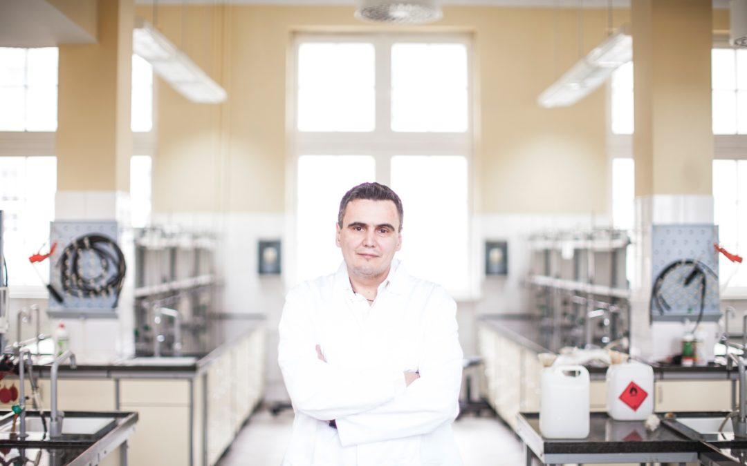 Z cyklu #JestemStartowcem: prof. Marcin Drąg. Zapraszamy na film!